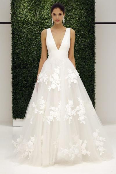 9c0c587756 Ismerd meg 2017 legnagyobb menyasszonyi ruha trendjeit! második oldal